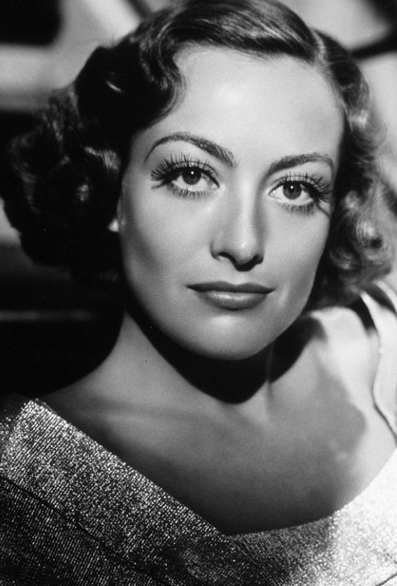 Joan Crawford好皮膚的秘訣就是她每次在洗完臉後都會用冷水拍臉25次。...