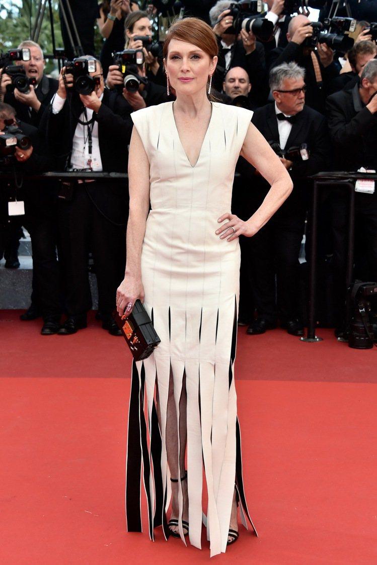 茱莉安摩爾穿路易威登訂製禮服出席「 Money Monster」 首映會。圖/L...