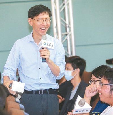 由聯合報系願景工作室所推動的「青年開路論壇」昨天在嘉義大學舉行,主持人王文華。 ...