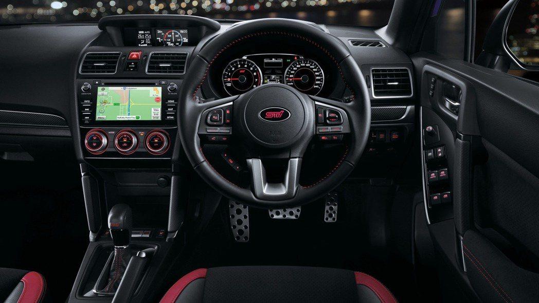 為了呼應STI運動化的氛圍,座艙採用黑色元素鋪陳。 摘自Subaru
