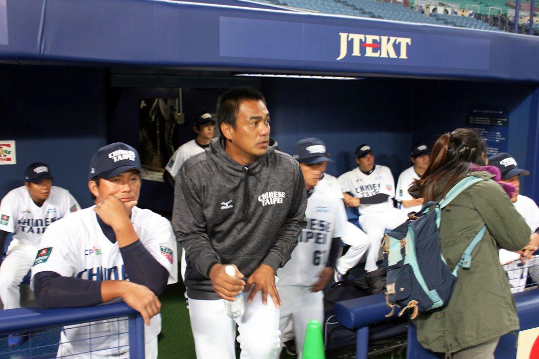 最後一次打國家隊的陳金鋒,不論場內外都是台灣球迷的焦點,但陳金鋒隨後正式從國家隊退役,使得3月的國家隊交流賽變成絕響。 圖/作者自攝