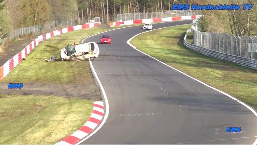 一名駕駛開著Civic Type-R在德國紐伯林賽道發生事故。 截自EMS N...