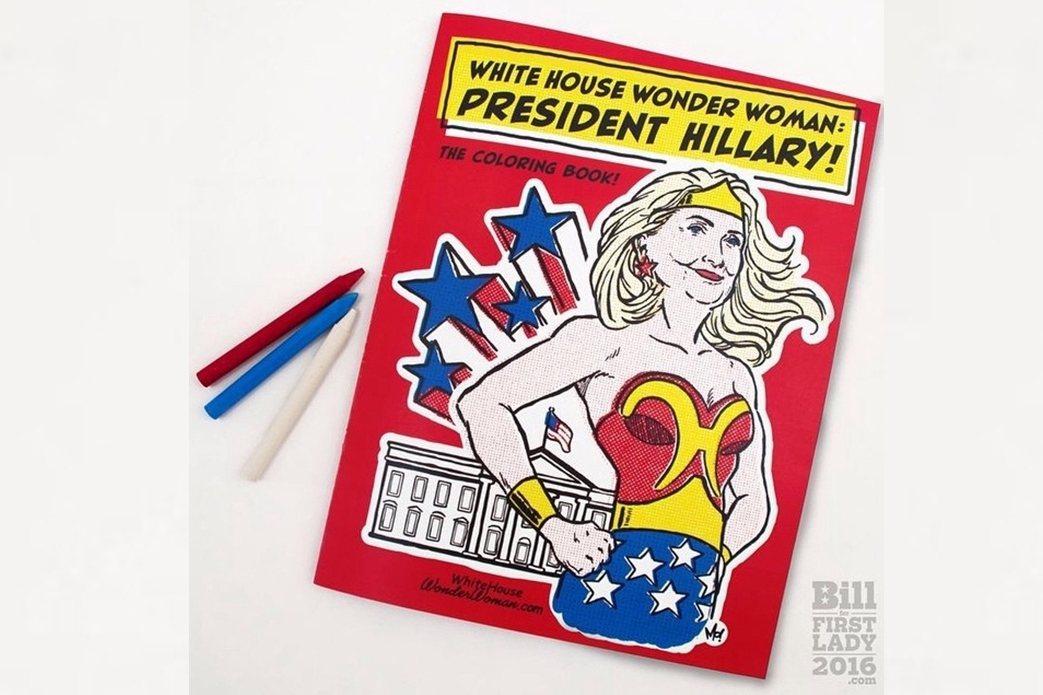 「比爾第一夫人」網站的另一個亮點,是推出了一套兒童著色漫畫,希拉蕊結合DC漫畫「...