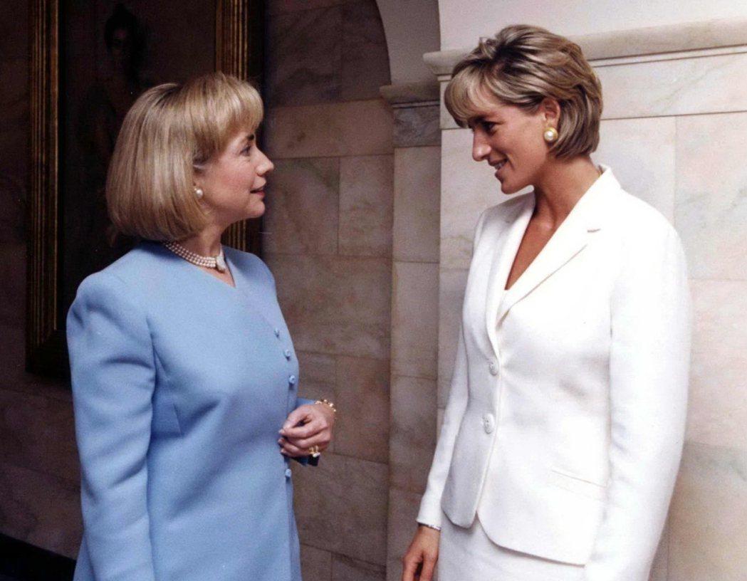 當希拉蕊遇到真正的「Princess Diana」。1997年6月,希拉蕊以第一...