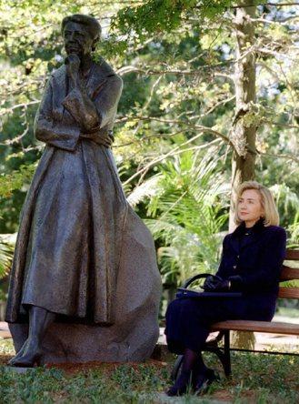 希拉蕊心目中真正的女超人並不是來自亞馬遜的黛安娜公主,而是小羅斯福總統的第一夫人...