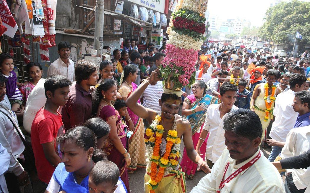 印度多種族、多宗教,辜聖芬建議要打開心胸才能體會印度之美。 記者潘俊宏/攝影