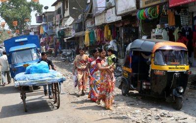 印度婦女走在街上。 記者潘俊宏/攝影