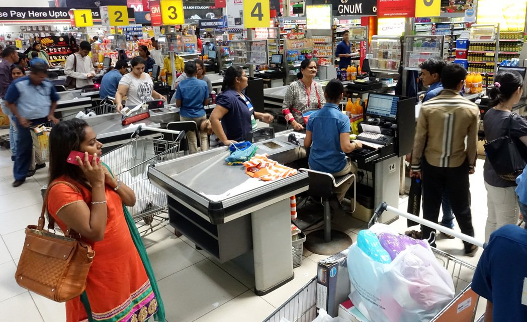 印度人的日常生活,圖為高級超市。 記者潘俊宏/攝影