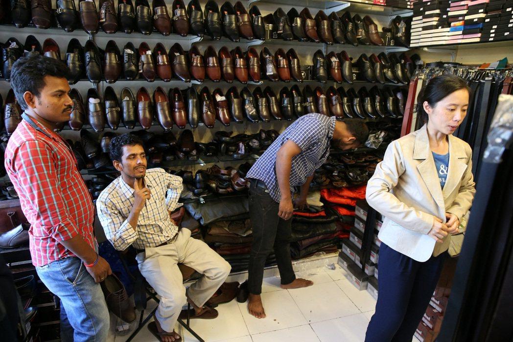 孟買皮件店,史紫蓉曾因為不滿意訂做的皮衣,兇悍地要求店員換新的。 記者潘俊宏/攝...