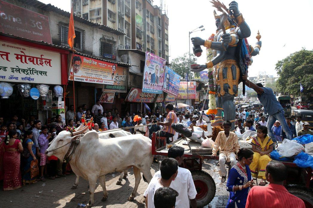 孟買街頭的宗教活動。 記者潘俊宏/攝影