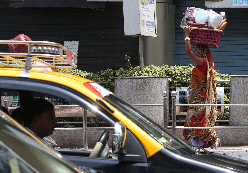 孟買街頭一景。 記者潘俊宏/攝影