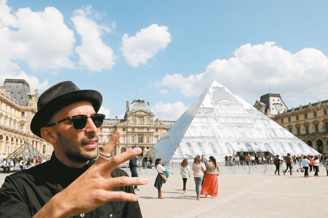 街頭藝術家施魔法 羅浮宮金字塔不見了