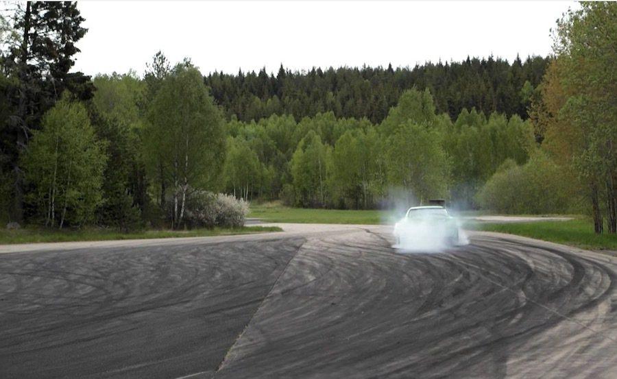 超大馬力的Toyota Supra隨時可進行燒胎。 截自GTBOARD.com影...