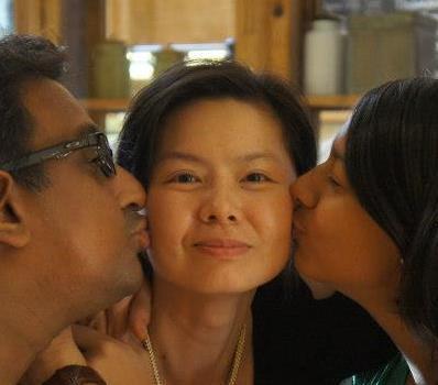 丈夫、女兒親吻史紫蓉。 圖/史紫蓉提供
