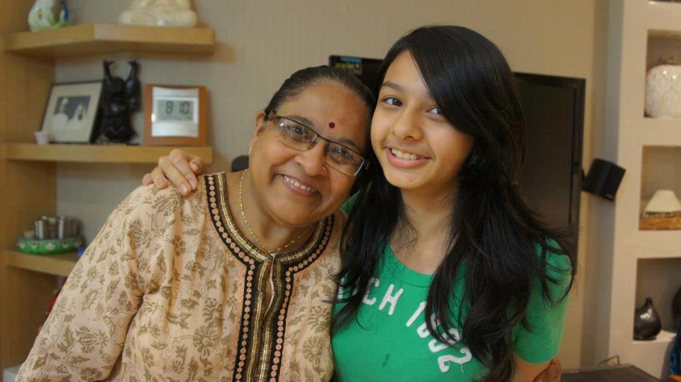史紫蓉的女兒與婆婆合照,當年女兒教養問題也曾是婆媳衝突的一環。 圖/史紫蓉提供