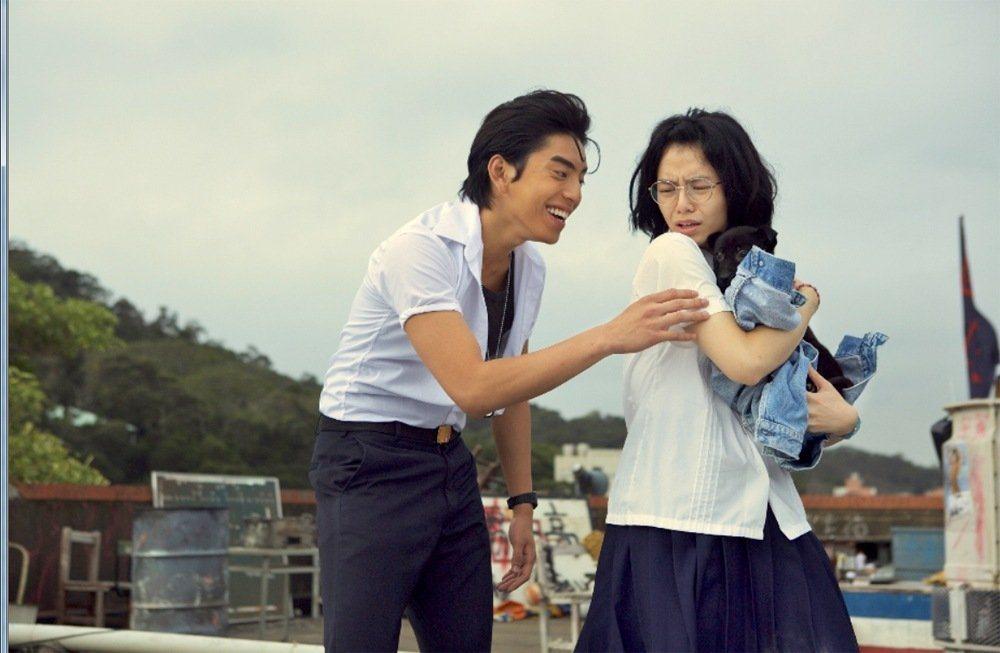 電影「我的少女時代」重現了早期校園生活。圖/華聯提供