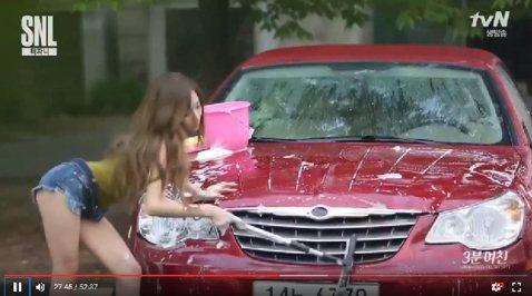 韓國女團少女時代成員Tiffany除了擁有天使般的臉龐,還擁有火辣魔鬼身材,常常讓許多粉絲們為之瘋狂。最近,Tiffany參加韓綜《SNL Korea7(簡稱︰SNL)》,節目中她演出「三分鐘女友」...