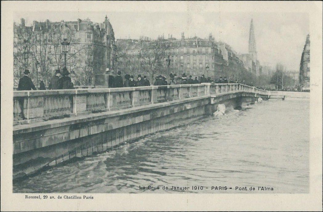 1910年巴黎大水災,成為了復古的明信片。