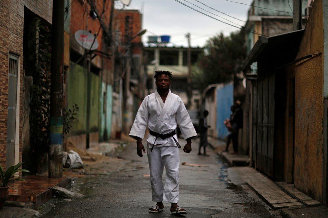 米森加(Popole Misenga)/ 來自:剛果民主共和國/24歲,男/參加...