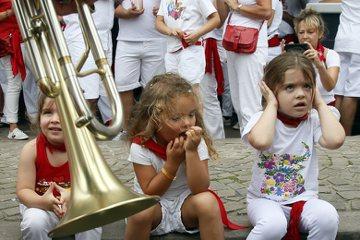 法國小孩上餐廳「都」乖乖的?談「外國月亮比較圓」的育兒文章