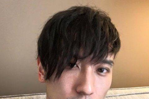王陽明婚後開始拍攝新戲,而為了新戲他也換了個新髮型,他在臉書上分享自己新髮型的照片,網友看到後直呼很像在電影《古惑仔》系列中飾演東星耀揚哥,而網友也希望他演完戲,不要再留著這個髮型。