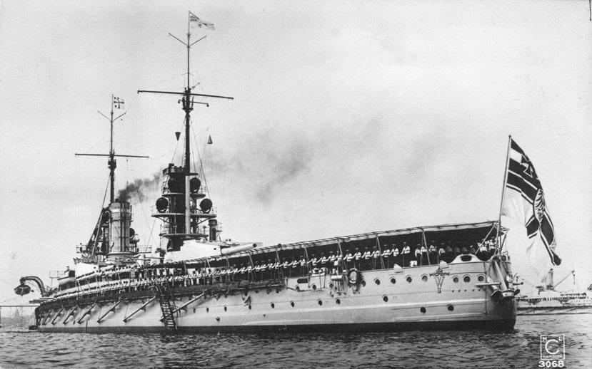 接受德皇威廉二世校閱的德意志海軍的戰艦「皇帝號」(SMS Kaiser)。 圖/...