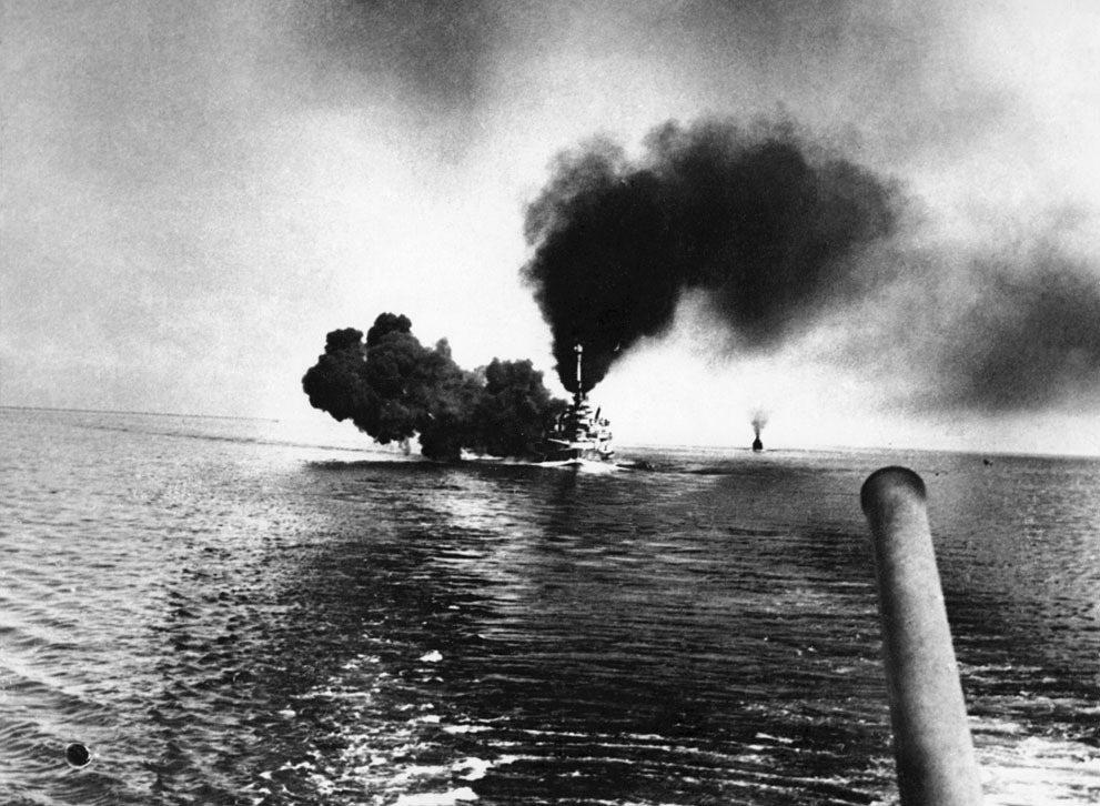 海戰中發動齊射的德國公海艦隊戰艦「什勒斯維希-霍爾斯坦號」(SMS Schles...
