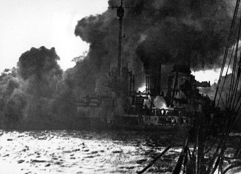 燃燒中的公海艦隊旗艦「塞德利茨號」戰鬥巡洋艦(SMS Seydlitz)。在日德...