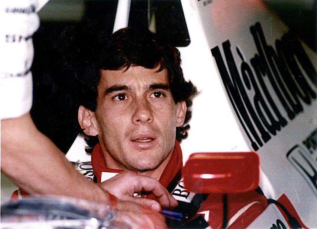 史上最傳奇的賽車手,洗拿。曾在88、90、91年三度奪得世界冠軍的他,其戰車所使...