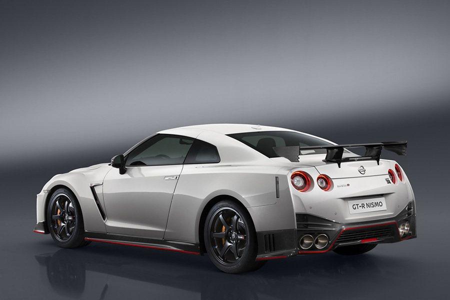 為了締造更驚人的賽道單圈秒速,原廠技師必須再強化 GT-R NISMO車款的車身鋼性。 Nissan提供