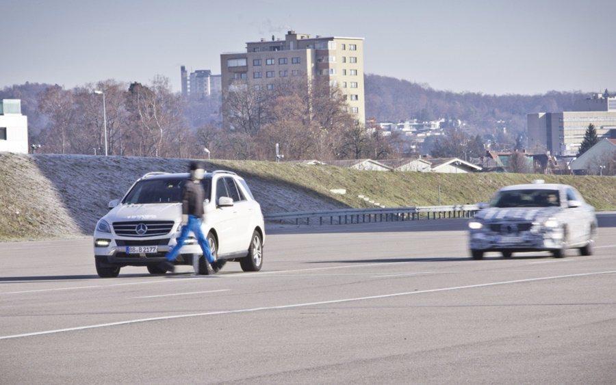Intelligence Drive智慧駕駛系統,除了自動跟車,道路沒有標線,車...