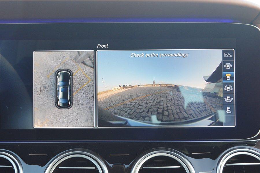 E系列也具備強大的360度環艙監視與行人移動偵測功能,倒車出車庫,或前進到巷口,...
