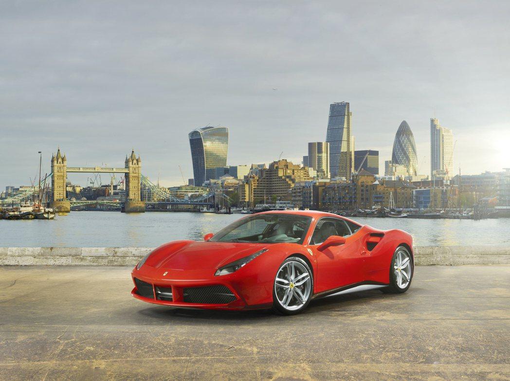 搭載年度最佳引擎Ferrari 3.9L V8雙渦輪增壓引擎的488 GTB 圖...