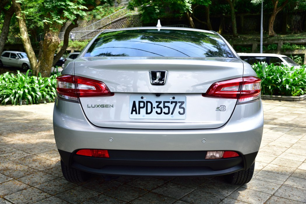 Luxgen S3車尾打造出Cross Sedan的感受。 記者彭奕翔/攝影