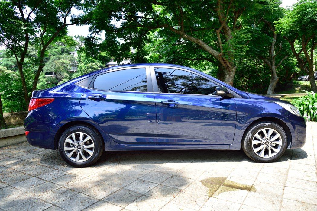 Hyundai Verna行李箱的小鴨尾更給人猶如歐系車款的設計感。 記者彭奕翔...