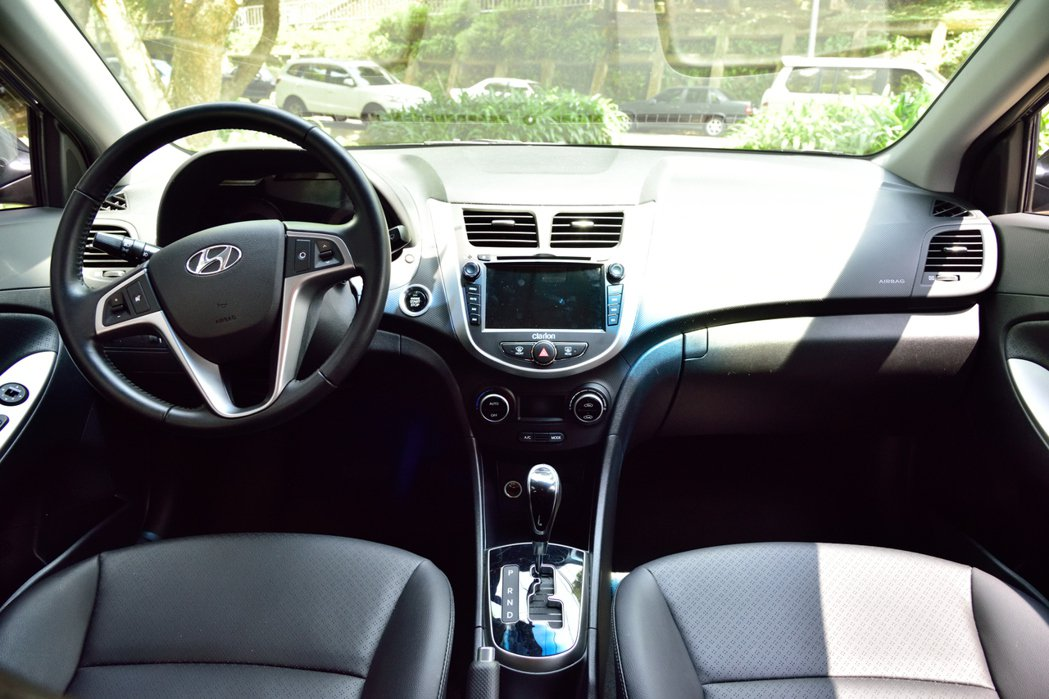 Hyundai Verna內裝呈現簡約設計。 記者彭奕翔/攝影