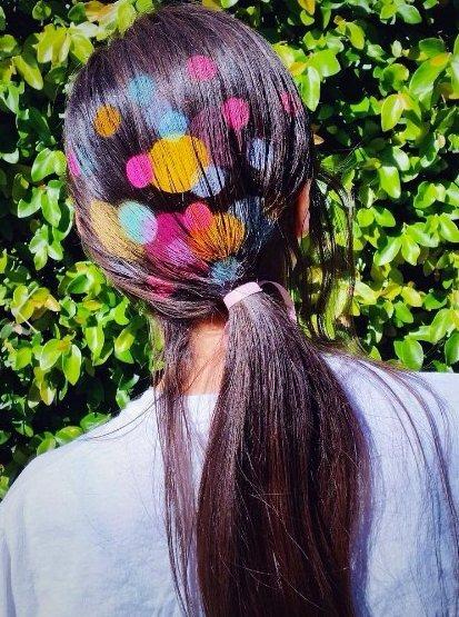 波點圖案運用到頭髮上真是很搶眼!相信只要擁有了它,低馬尾變得不再單調與枯燥了。圖...