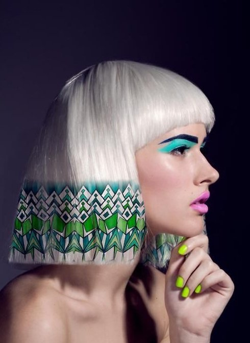 將這種帶有民族風情的圖騰copy到你的頭髮上真的是一種大膽又個性的嘗試。圖文:悅...