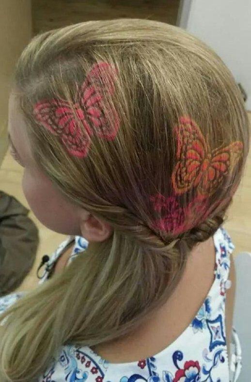 蝴蝶也可以搬到頭髮上啊,少女心燃爆。圖文:悅己網