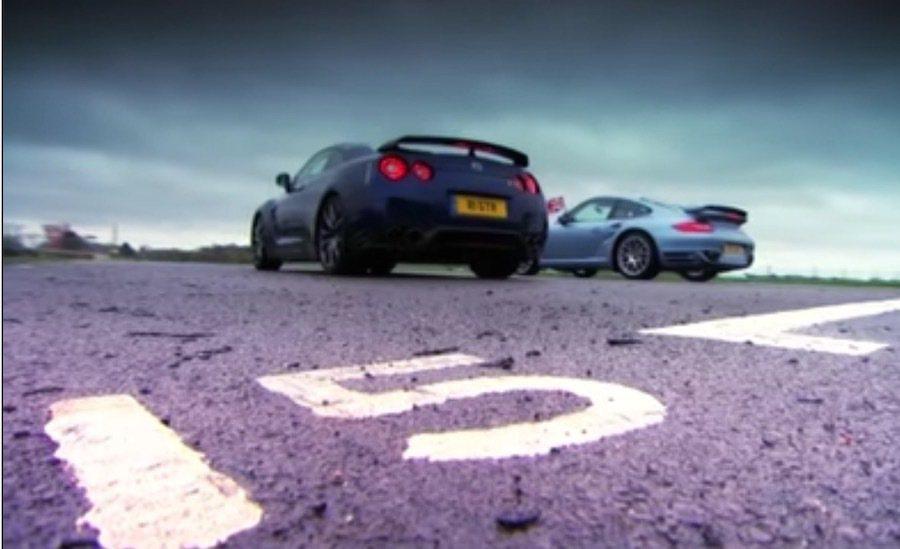 porsche 911 Turbo S與Nissas R35 GT-R這次在賽道一決高下。 截自Fifth Gear影片