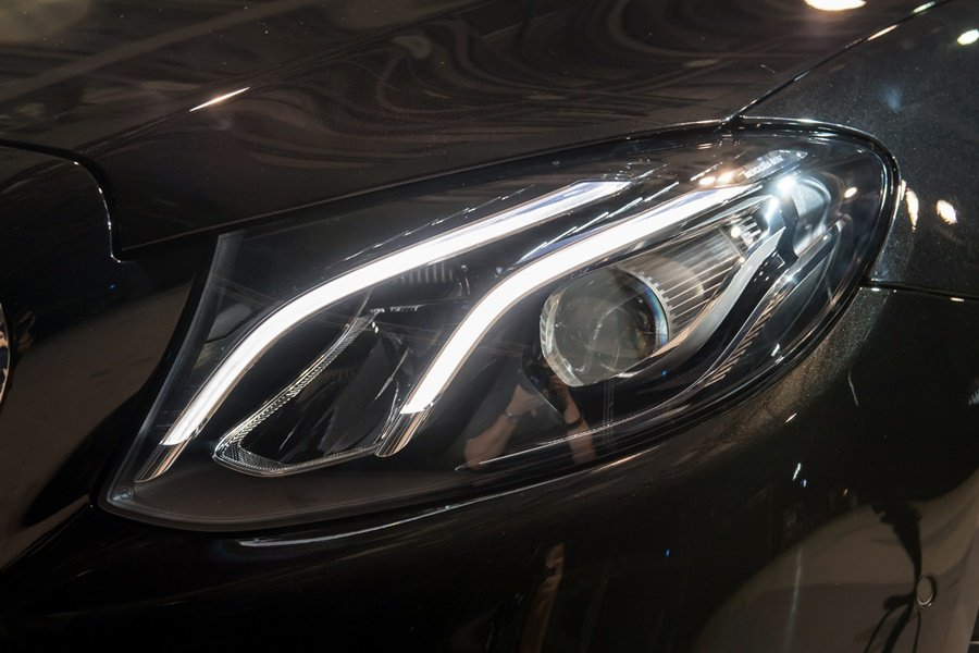 另提供有多光束的智慧LED頭燈做為選配。