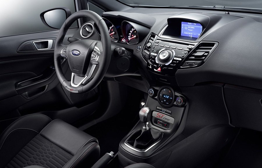 每小時50公里至130公里加速僅需5秒鐘,極速可達到每小時230公里。 Ford...