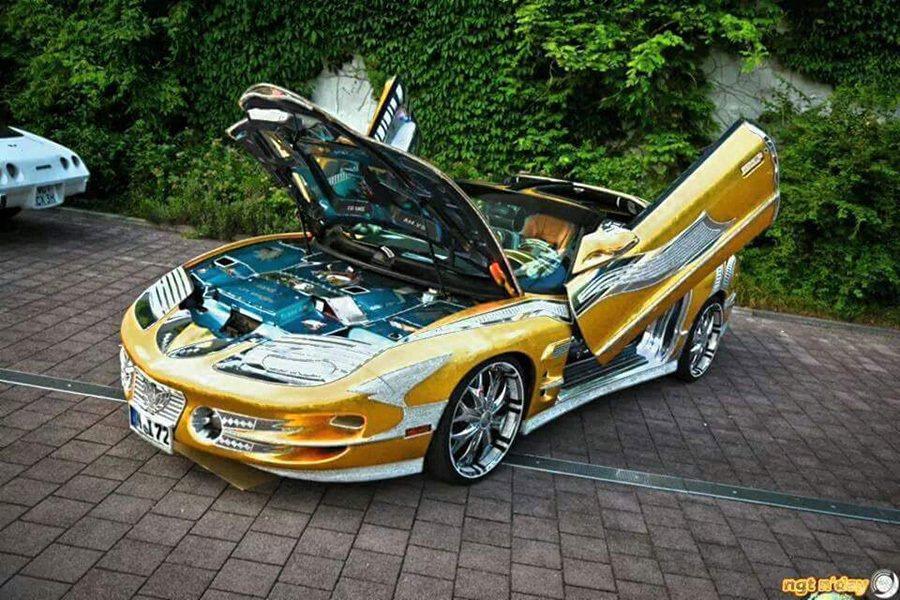 沒有超低的行駛里,也沒有超強的破千匹馬力輸出,莫非它是整車鑲金的嗎? 摘自carscoops.com