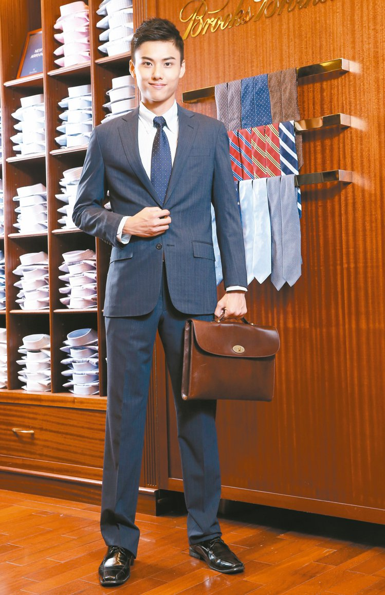 成套西裝適合金融業和外商公司,Brooks Brothers成套西裝27300元...