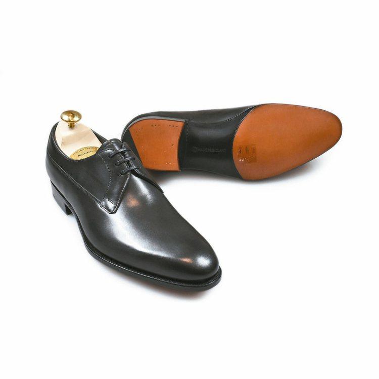 Edward Green黑色小牛皮德比鞋,38500元。 圖/Oakroom提供