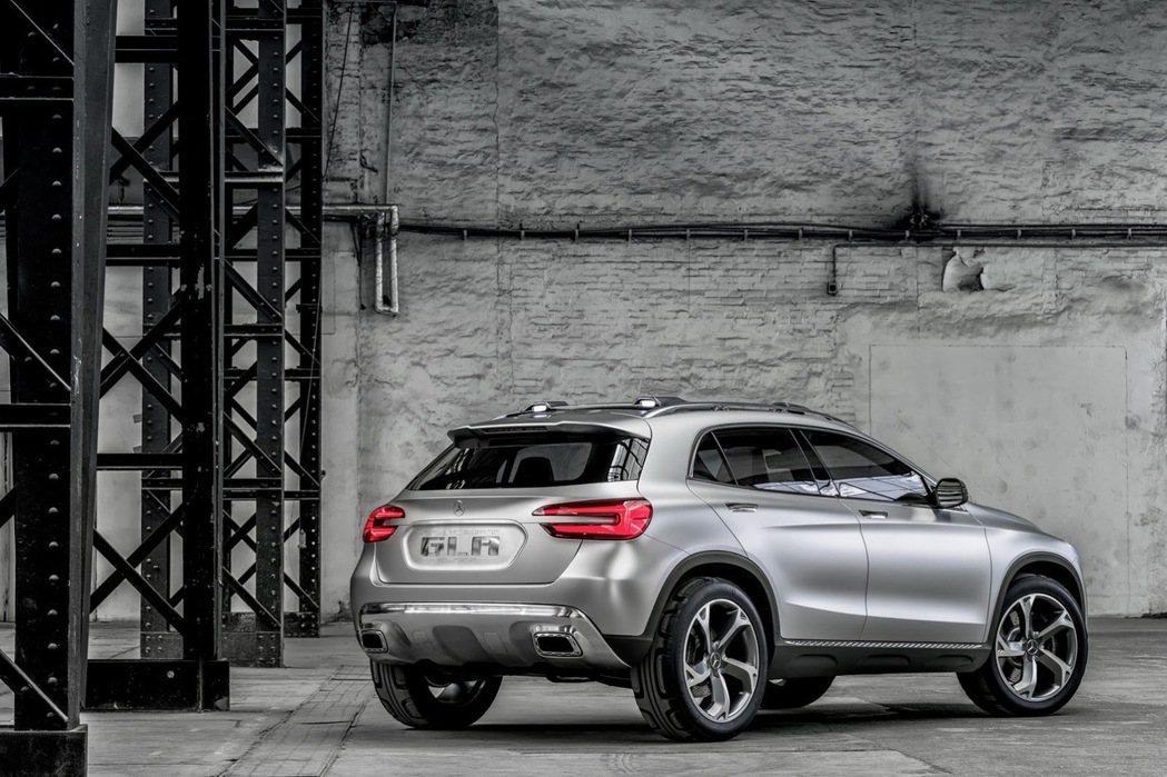 以M.Benz原廠的命名法則研判,GLB有可能是定位在GLA以及GLC之間的跨界休旅車產品。 摘自carscoops.com