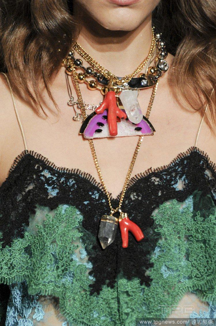 Alexis Mabille 春夏將水果時尚玩得淋漓盡致,以西瓜當主角,貫穿整個...