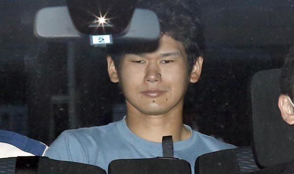 嫌犯被移送的畫面。 圖片來源/ livedoor