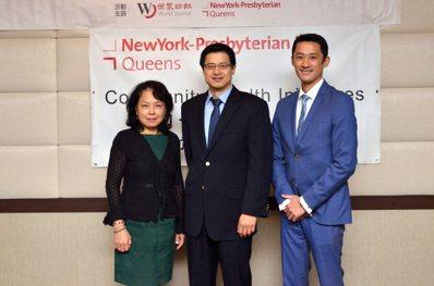 左起為華裔健康發展部行政主任楊明德、李葆青、嚴聞稷。(記者朱澤人/攝影)