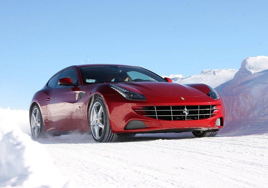 Ferrari 4RM四輪驅動系統讓FF在任何地形條件和氣候環境下都能展現優異的操控性能。 Ferrari提供